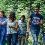 Deelnemers onderweg met de GPS