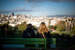 Leering in Leiderschap met uitzicht op stad