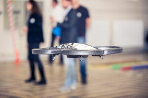 Drone vliegt tijdens Drones programma