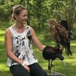 Collega Sabine met een roofvogel